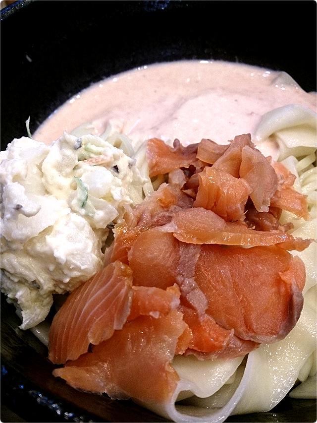 五ノ神水産「つけ麺鮭だらけ」の麺丼の方