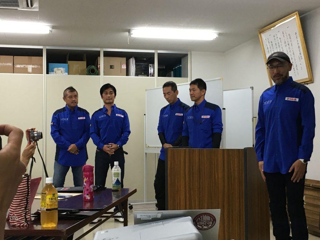 講師の先生方。一番左が、わたしたちを担当してくださった峰岸先生。一番右が、メイン講師のケニー佐川先生