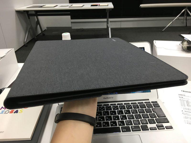 こちらは、A4ファイル型のBamboo Folio。高級感すら感じるバインダーに見える